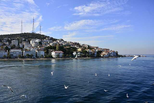Остров Бююкада – място без автомобили и тълпи на две крачки от Истанбул