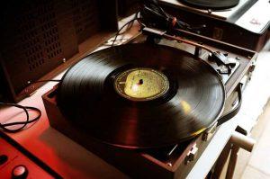 gramofon-za-plochi
